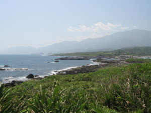 離島から本島を望む