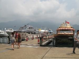 水社碼頭フェリー乗り場から玄光寺に向かう