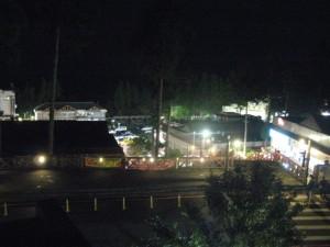 夜は一緒に駅前を散歩