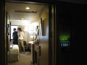ホテルの部屋で展示