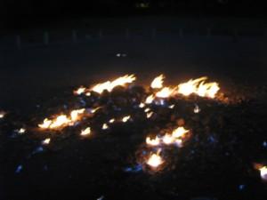 うおー、本当に地面から火が出ている