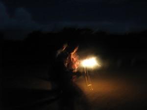 天然の火で打ち上げ花火に着火