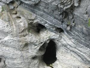 落石した岩達の叫び声が・・・